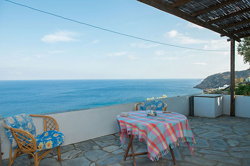 Unlimited view from the courtyard to the rooms and apartments of Roubina in Sifnos