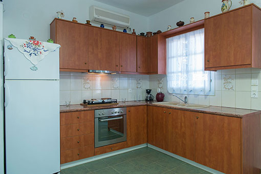 Fully equipped kitchen in Roubina accommodation in Sifnos