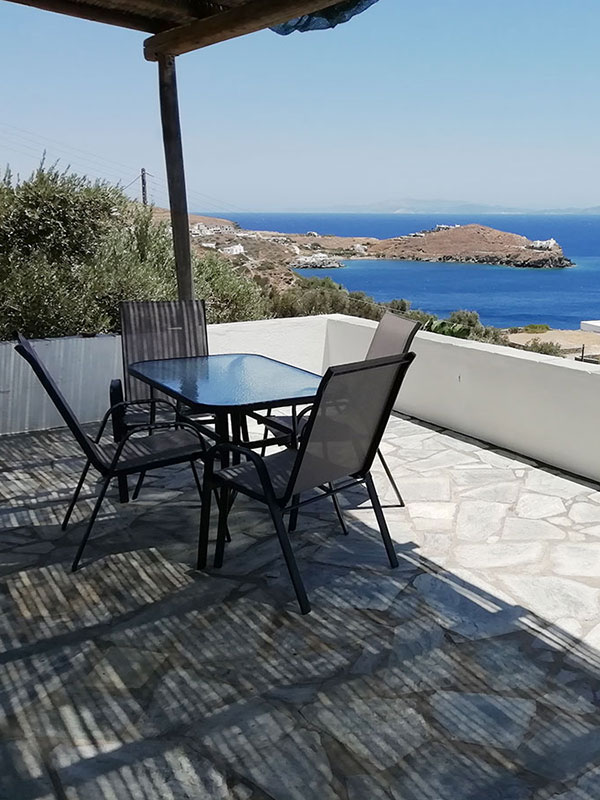 The paved courtyard of the Roubina rooms in Sifnos